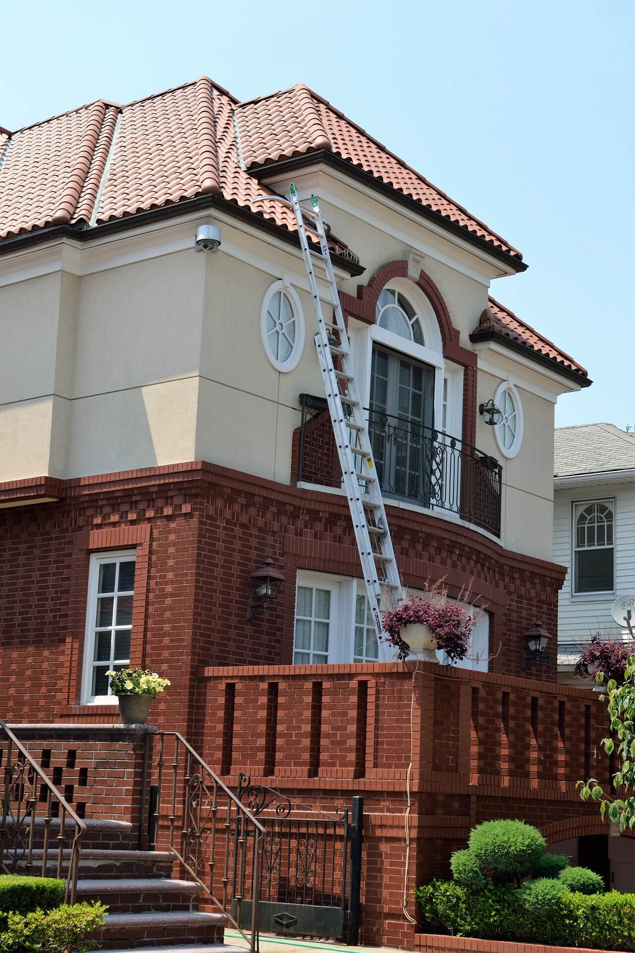 A home with a ladder propped up against it, undergoing an insurance claim inspection