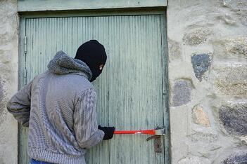 A burglar breaks into a home in Florida