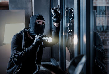 A man dressed in all black attempts to burglarize into a home through the front window